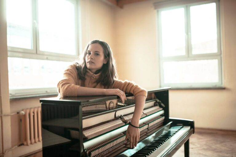 Hania Rani and her piano
