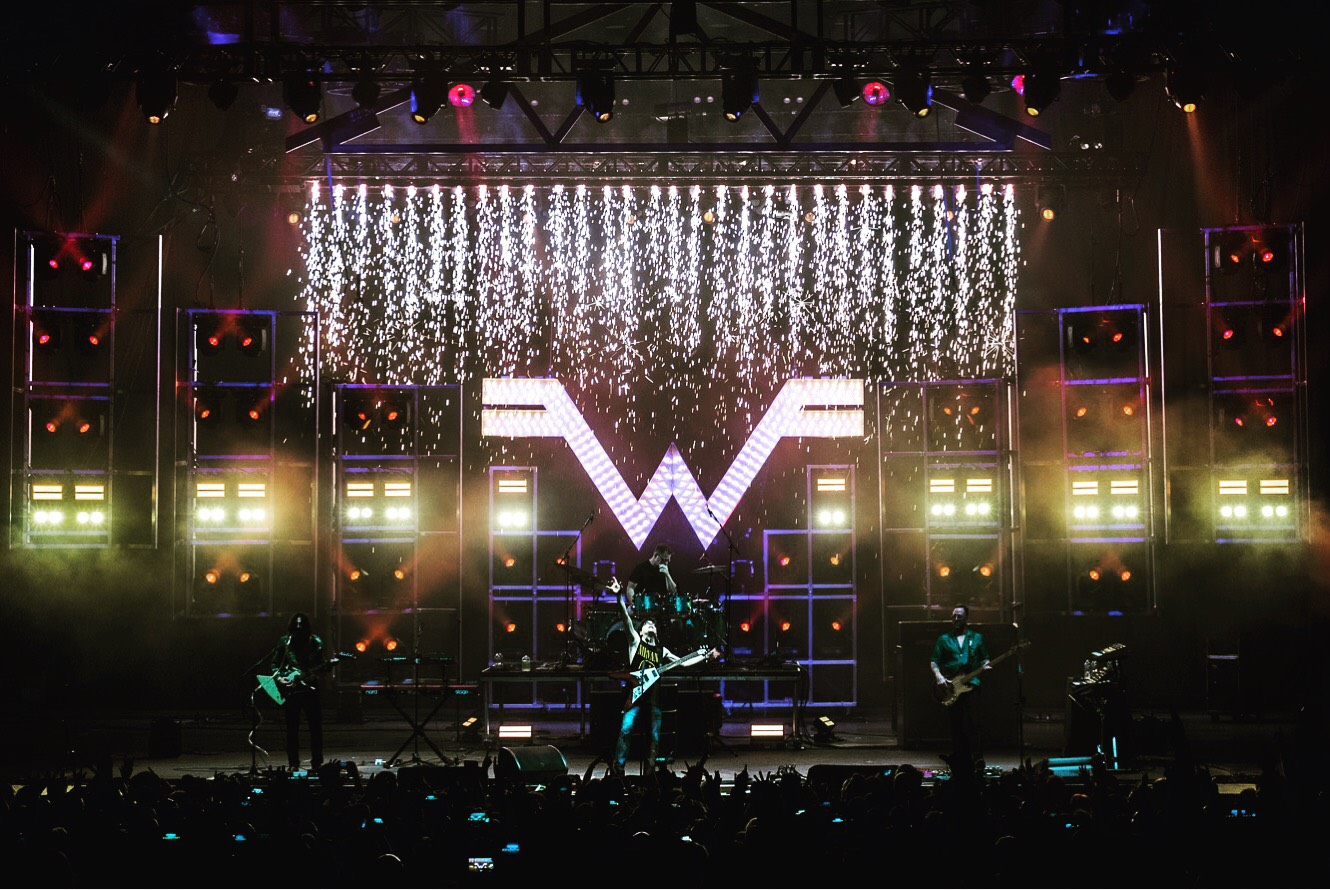 Automated Lighting Rig On Weezer Theatreartlife