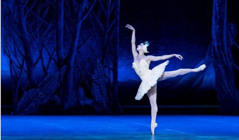 Alicia Alonso dancing